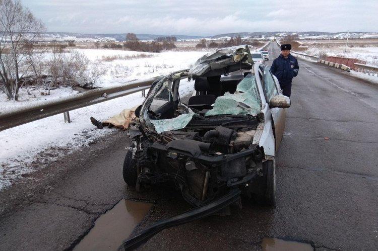 Жуткое ДТП в Башкирии: водитель легковушки врезался в эвакуатор с машиной