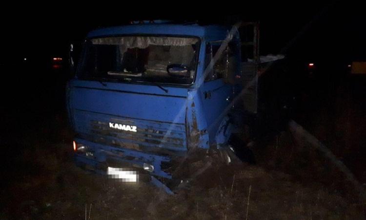 ДТП в Башкирии: ВАЗ и КамАЗ столкнулись ночью в Кугарчинском районе