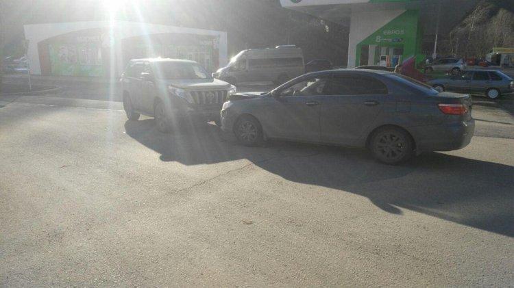 В Уфе столкнулись «Toyota Land Cruiser Prado» и «Lifan», пострадал 2-летний ребенок