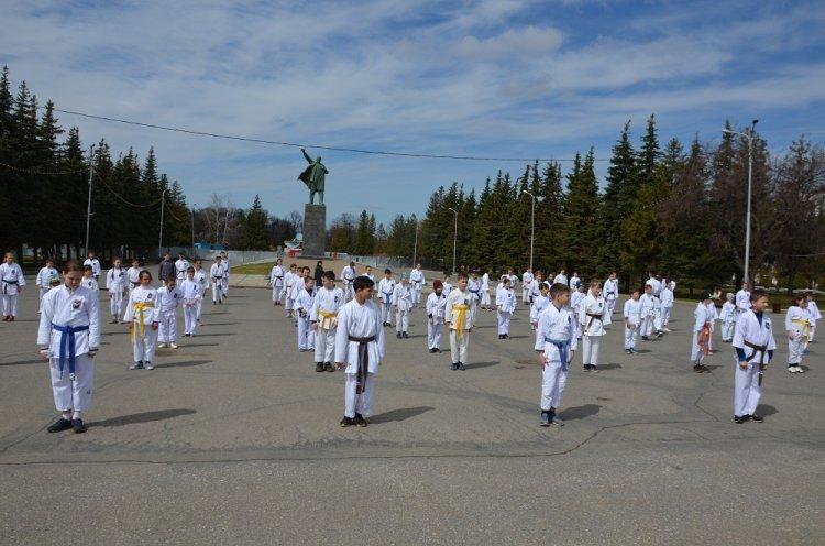 Накануне Дня Победы уфимские каратисты провели тренировку под открытым небом