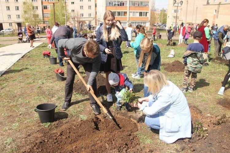 В Кумертау прошла экологическая акция «Юбилейный дендропарк»