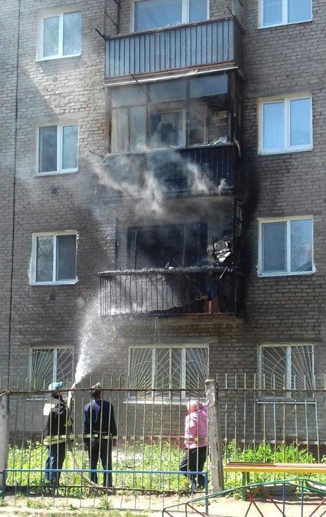 В одном из жилых домов в Уфе загорелся балкон