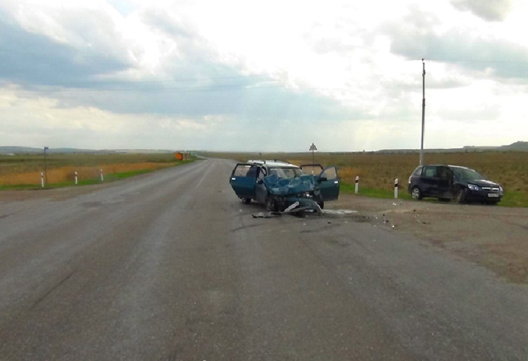 В Башкирии при столкновении двух машин пострадали оба водителя