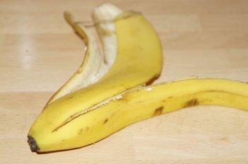 Лайфхаки с банановой кожурой: как вы можете её применить?