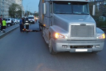 В Башкирии спасатели вытащили молодого мужчину из-под колес грузовика