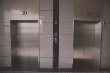 Парламент Башкирии  предлагает запретить рекламу алкоголя в лифтах