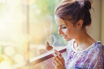Что значит, если в окно залетела бабочка и какие приметы с этим связаны?