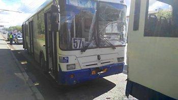 В Уфе столкнулись два маршрутных автобуса: есть пострадавшие