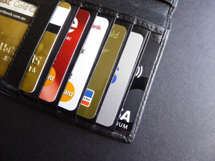 Госдума разрешила банкам блокировать кредитные карты при подозрении о хищении средств