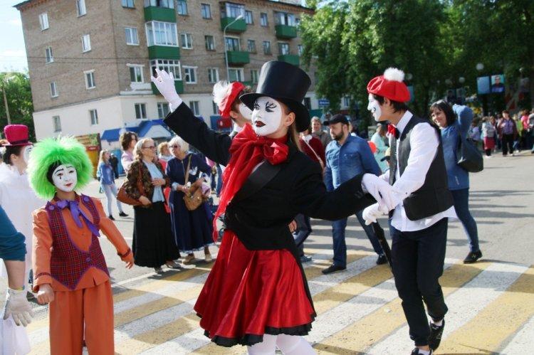 В Кумертау проходят праздничные гуляние в честь юбилея города