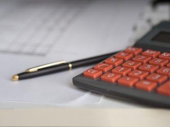 Разъяснено, когда налоговики имеют право запросить информацию о поступлениях на карту физлица