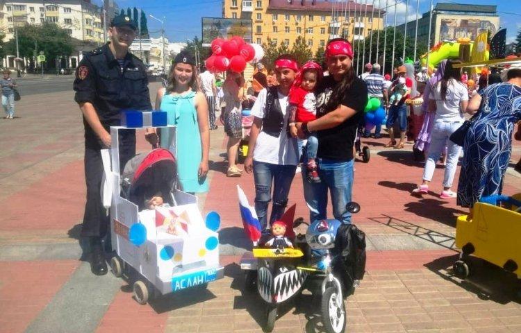 В Уфе сотрудники Росгвардии приняли участие в семейном фестивале «Парад колясок»