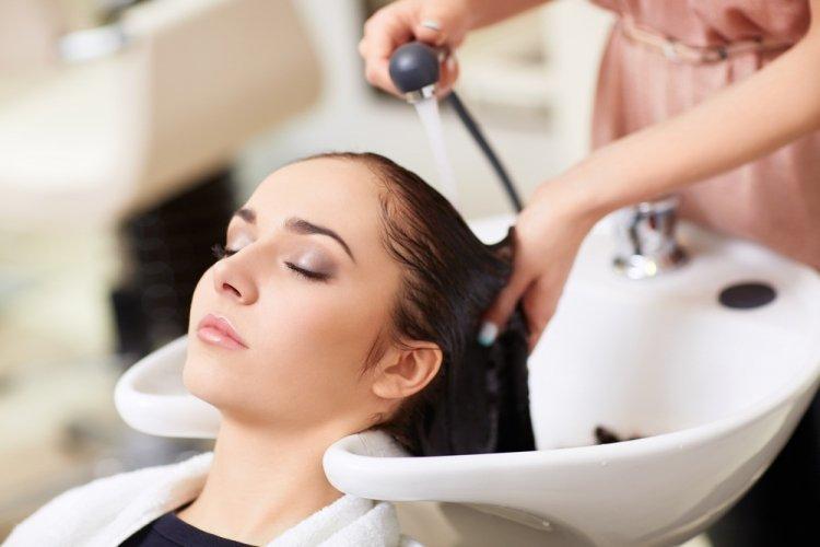 Обязательно прочтите эту статью, прежде чем идти в парикмахерскую (это может спасти вас от инсульта)
