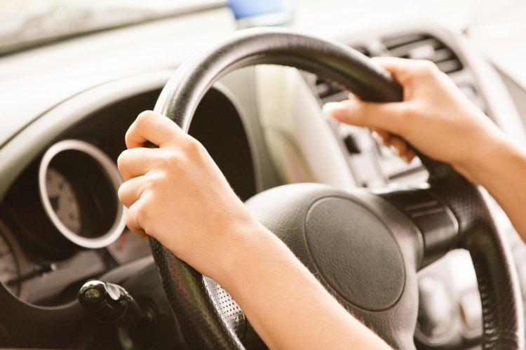 Что поза за рулем говорит о характере водителя?