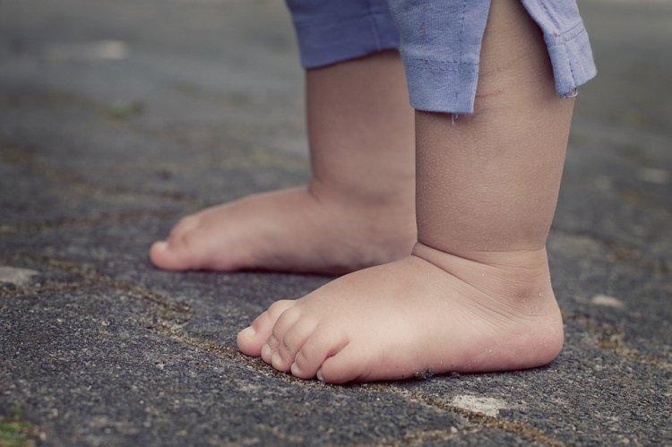 Исследователи рассказали, почему детям полезно ходить босиком