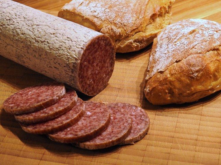 Употребление колбасы связали с отклонениями психики