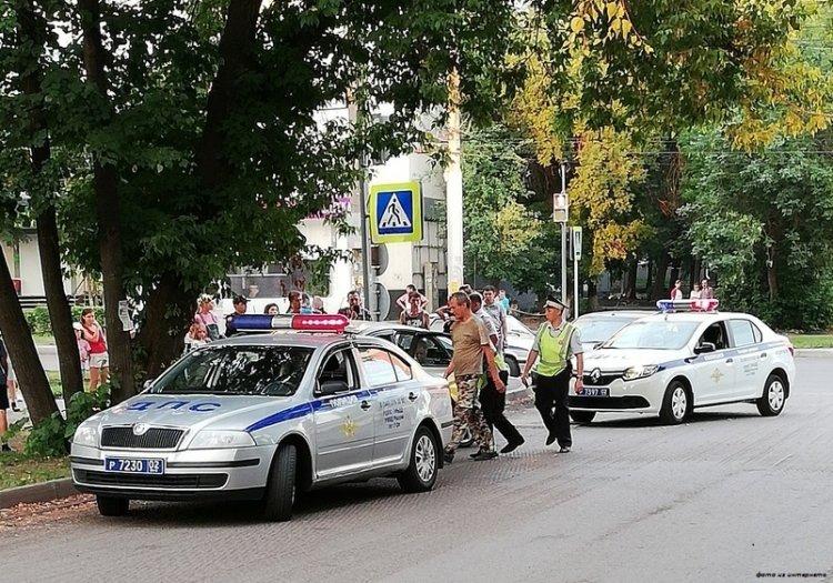 В Башкирии пьяный таксист устроил гонки с полицией, но врезался в дерево