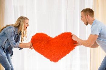 Как мужчины разных знаков Зодиака ведут себя в отношениях?