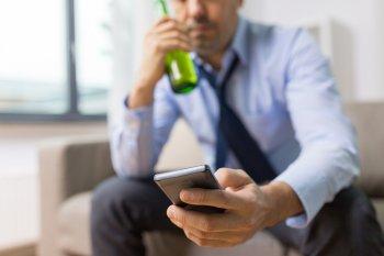 Девять признаков того, что человек страдает от функционального алкоголика