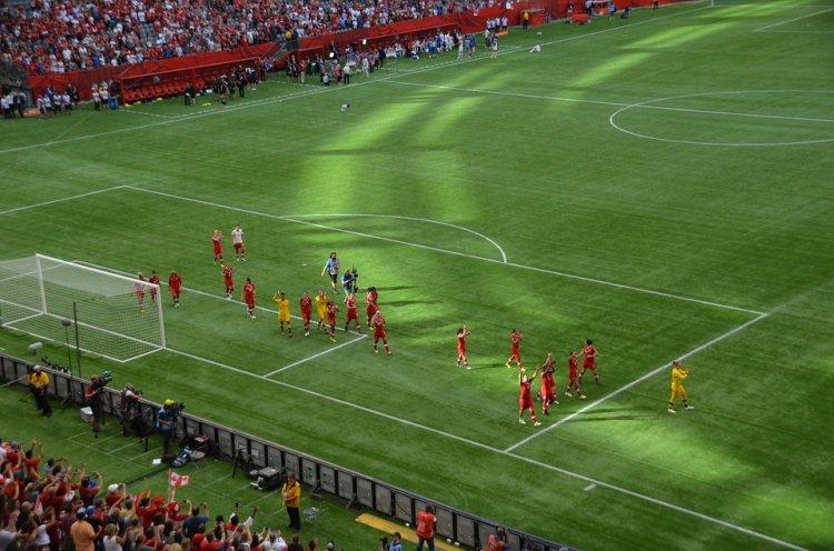 Ученые рассказали, почему женщинам опасно играть в футбол
