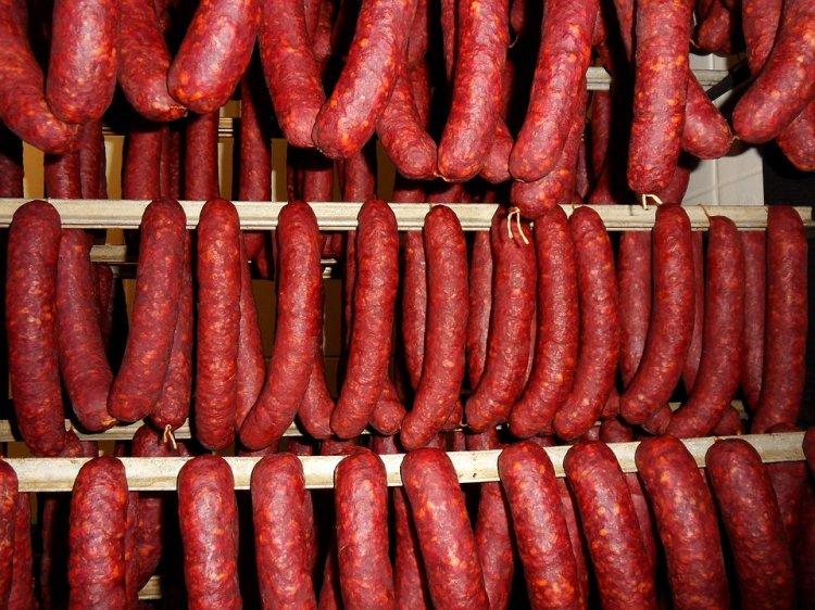 Колбаса подорожает из-за болезни свиней