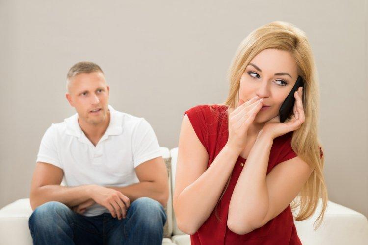 7 вещей, которые делают женщины, когда они изменяют в отношениях