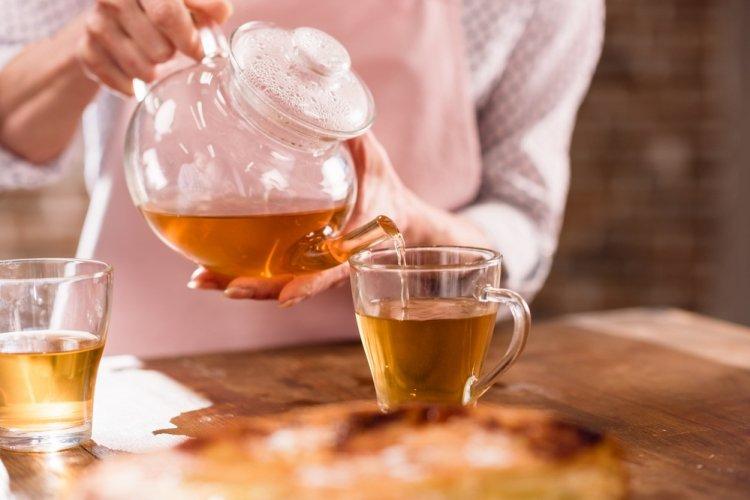 Специалисты назвали продукты, которые нельзя употреблять с чаем