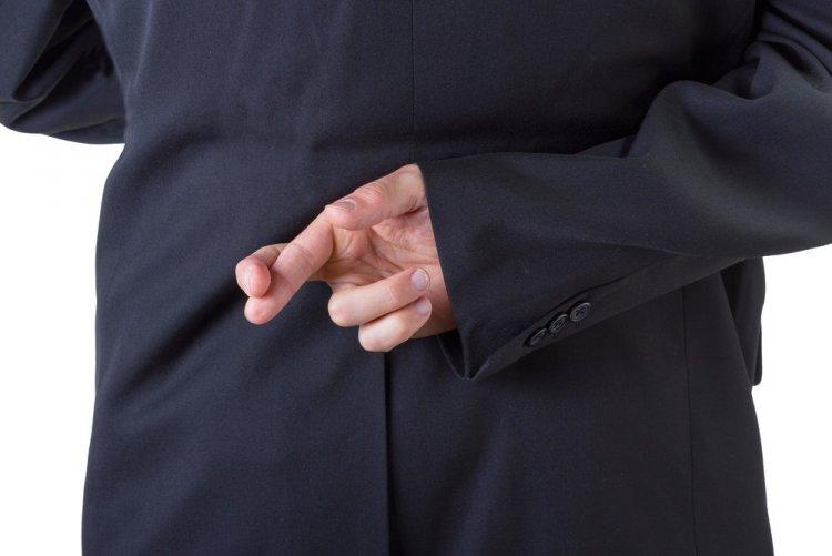 Как понять, что мужчина врет? Названы семь признаков лжи