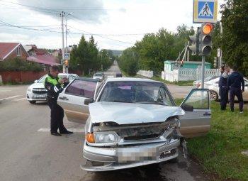 В Башкирии при столкновении двух авто пострадали двое взрослых и ребенок