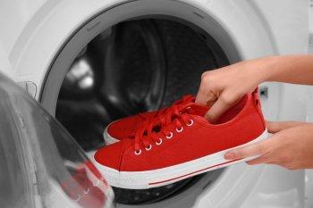 Как правильно стирать обувь в стиральной машине — правила и советы