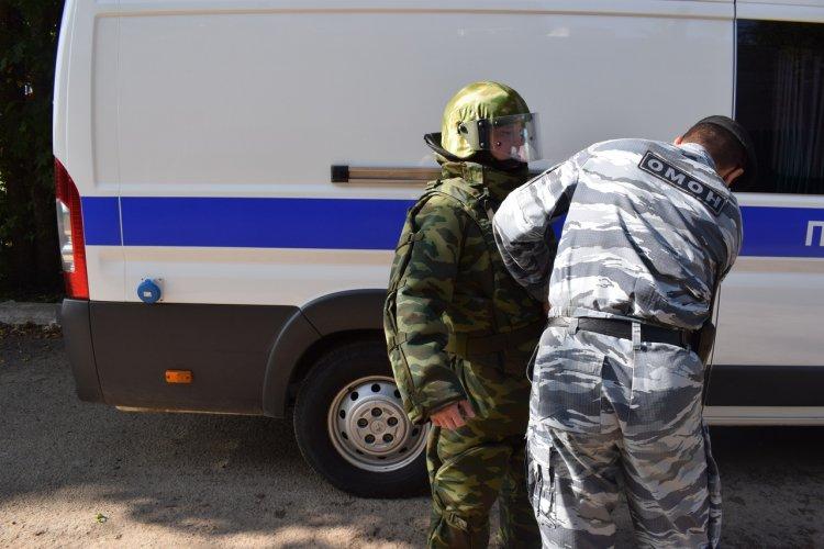В Уфе взрывотехники ОМОНа Росгвардии обследовали предмет, похожий снаряд