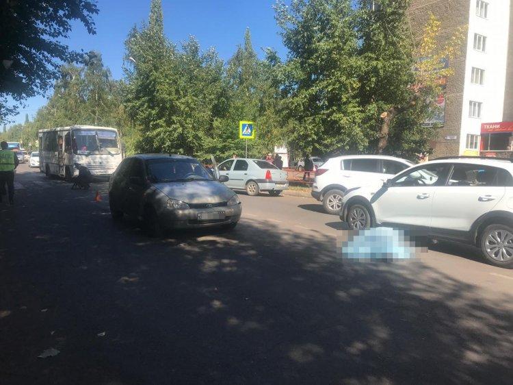 В Башкирии автомобиль на пешеходном переходе насмерть сбил женщину