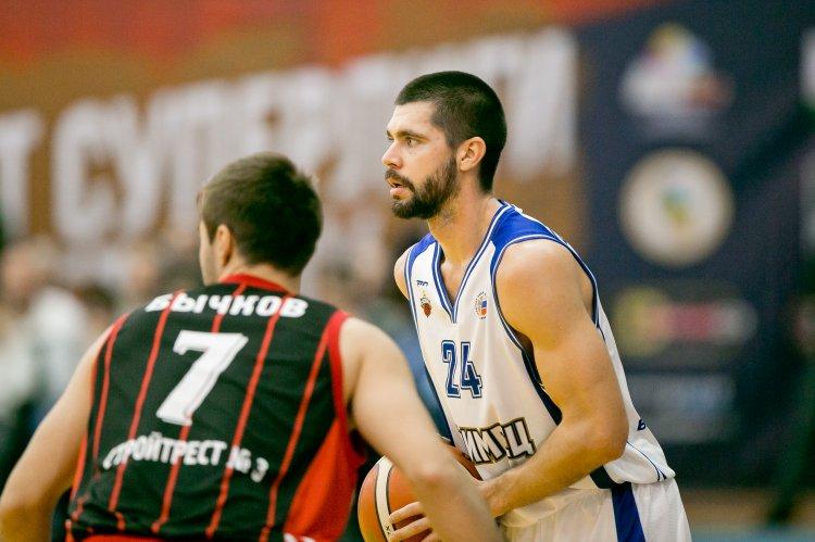 Баскетболисты «Уфимца» борются за победу в предсезонном турнире в Ижевске