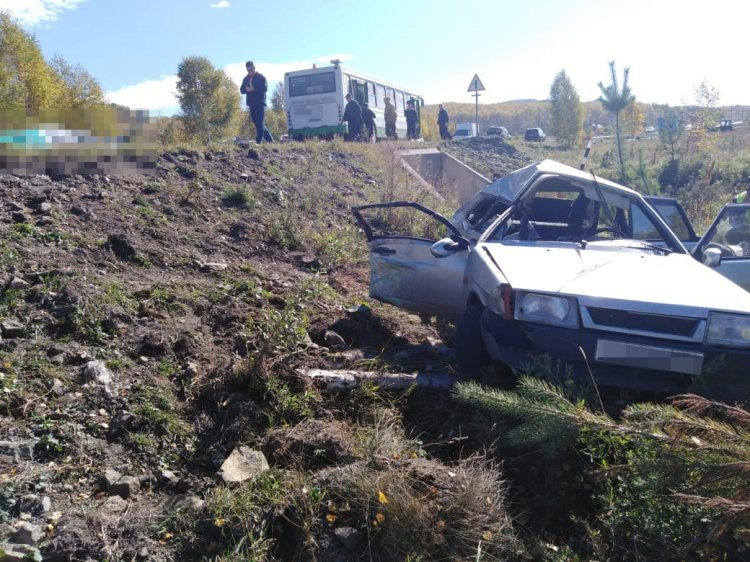 В Башкирии автоледи на трассе  Белорецк – Магнитогорск влетела в детский автобус