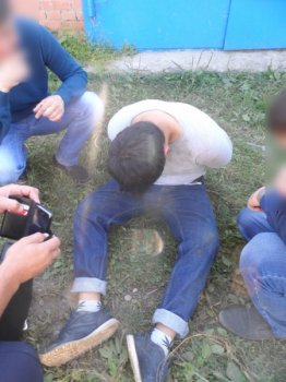 В Башкортостане полицейский получил ранения при задержании «закладчика» наркотиков