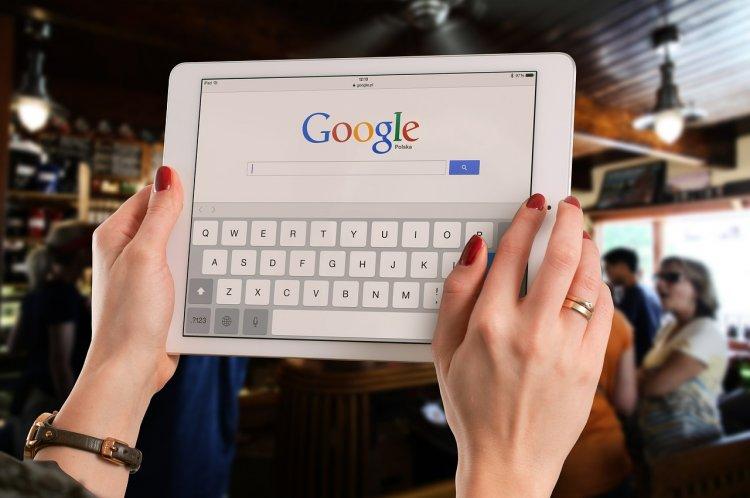 Google начала отслеживать движение транспорта в России