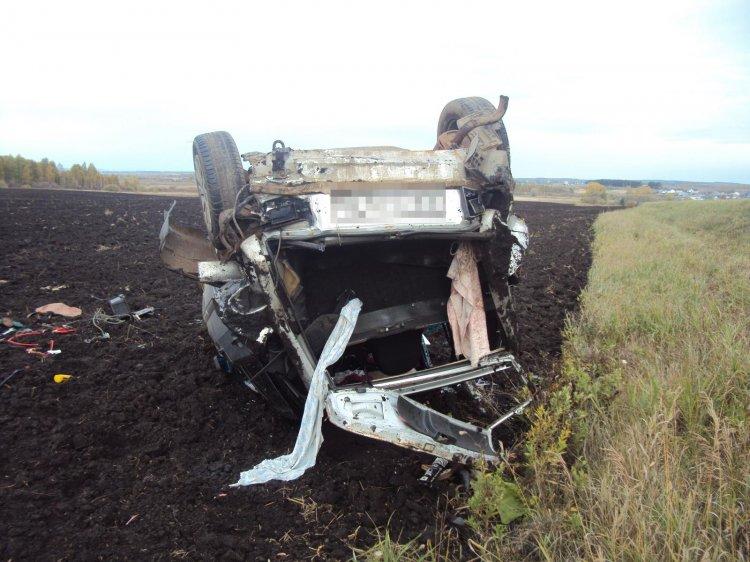 В Башкирии автомобиль перевернулся в кювет, есть жертва