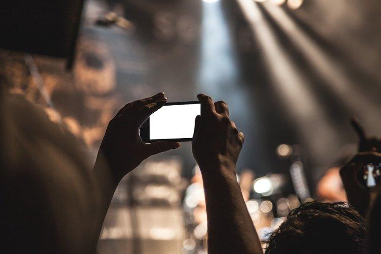 Новый смартфон Galaxy A9 фотографирует с четырех камер