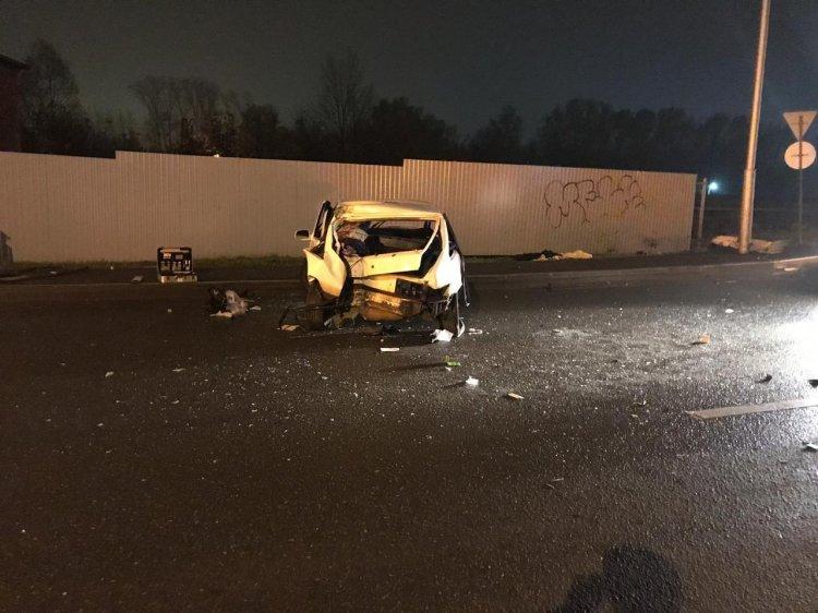 ДТП в Уфе: ВАЗ въехал в столб, водитель исчез