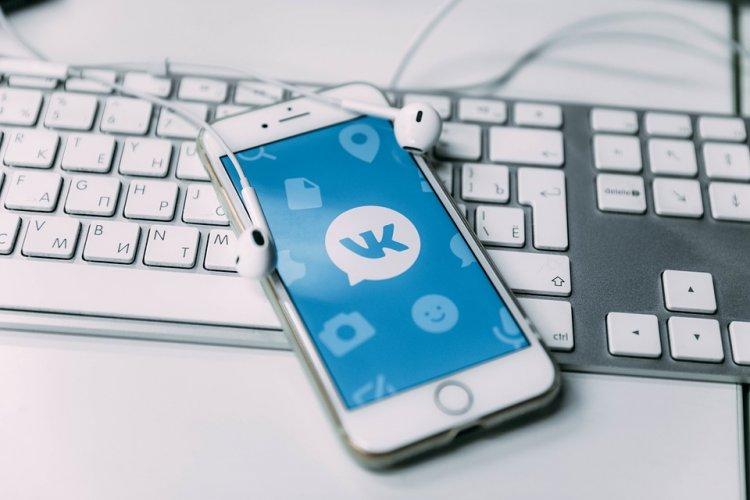 Соцсеть «ВКонтакте» выпустила темную тему для мобильного приложения