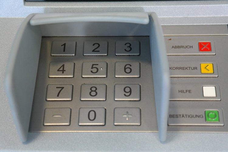 Сбербанк РФ планирует сделать бесконтактными все банкоматы