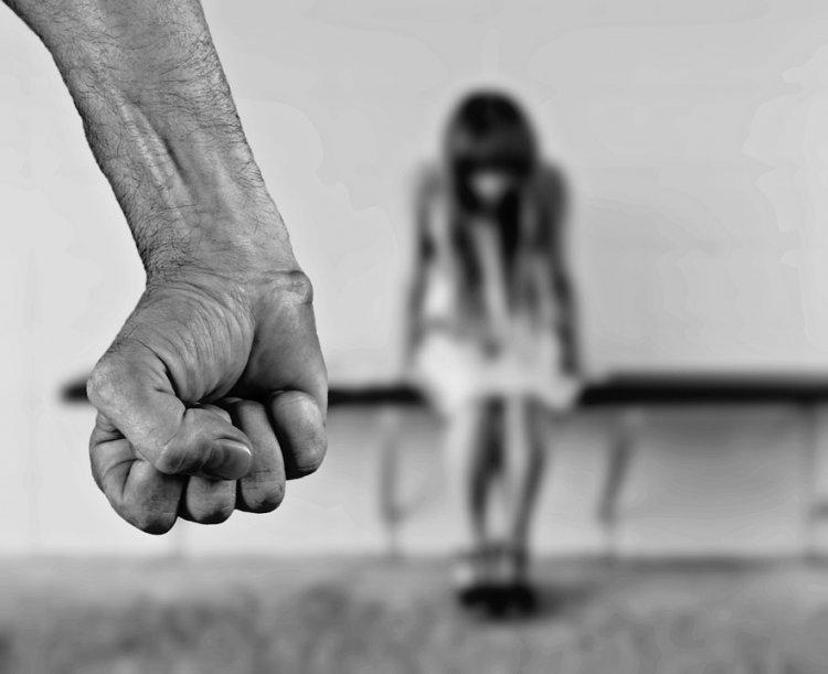 Житель Стерлитамака за плохие оценки в школе чуть не убил жену и дочь