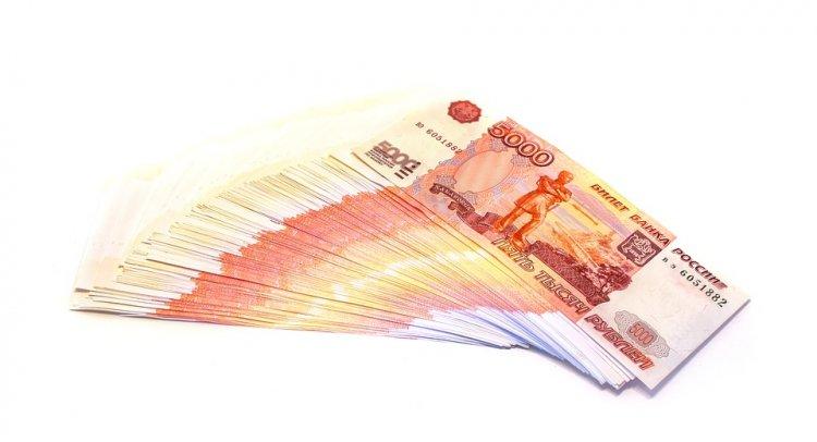В Башкирии безответственный отец перечислил на счет дочери почти миллион рублей