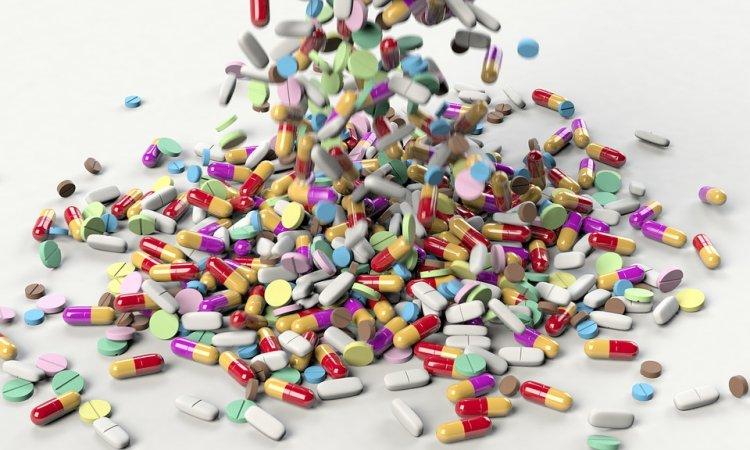Врачи назвали три десятка лекарств, опасных для легких