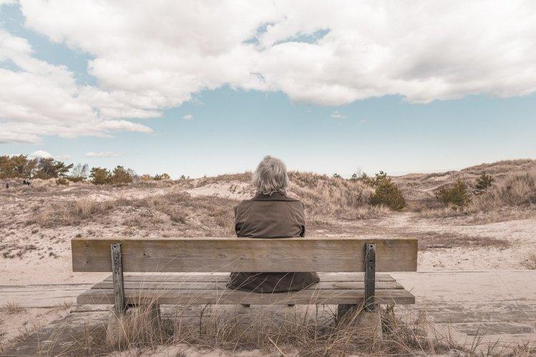 Специалисты выяснили, в какое время года чаще умирают молодежь и старики
