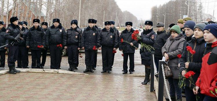 В Стерлитамакском районе почтили память погибших сотрудников МВД