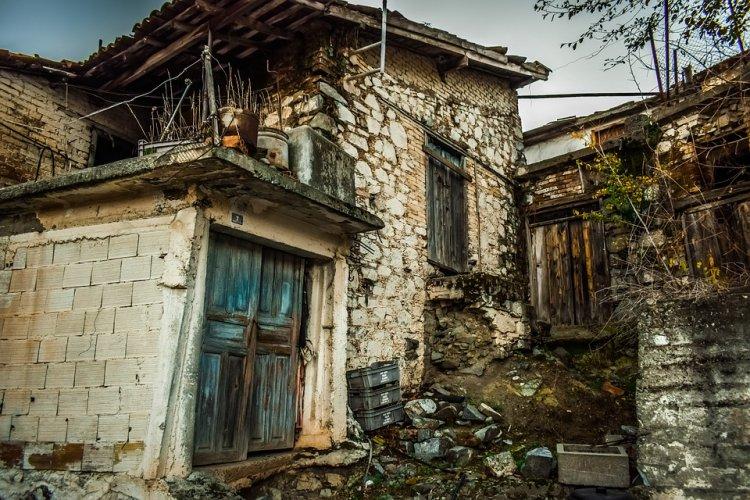 В Башкирии сиротам выделили жилье, непригодное для проживания