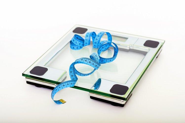 Диетологи выяснили, через сколько лет лишний вес грозит смертью