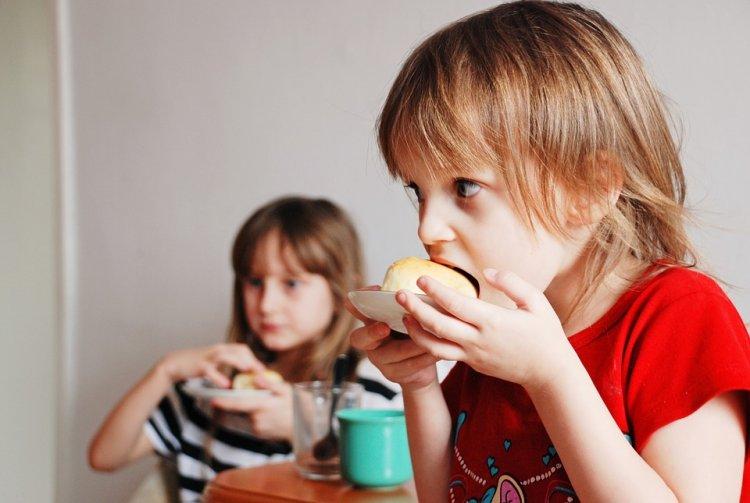 Врачи назвали продукты, которые нельзя давать детям