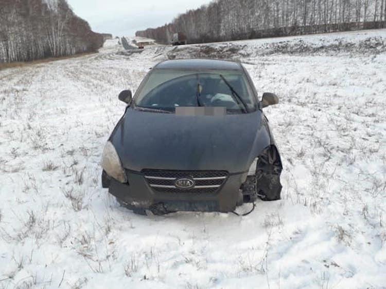 В Башкирии водитель не удержал «Kia Ceed» на дороге и улетел в кювет